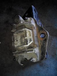 Подушка крепления КПП Ford Mondeo III (2000-2007) Артикул 1018553 - Фото #1